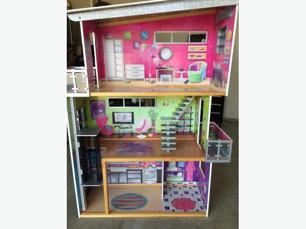 KidKraft Modern Mansion Dollhouse