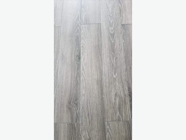 2.5 boxes laminate flooring + underlay