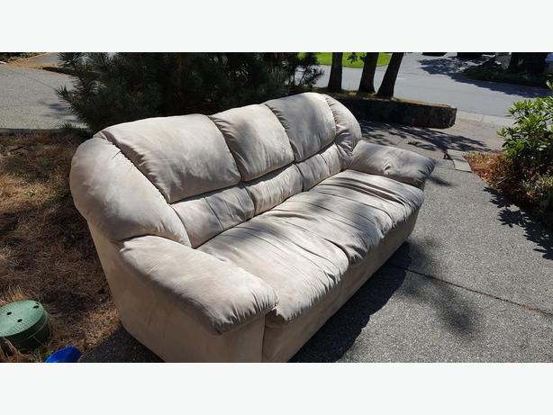 FREE: Sofa / Couch