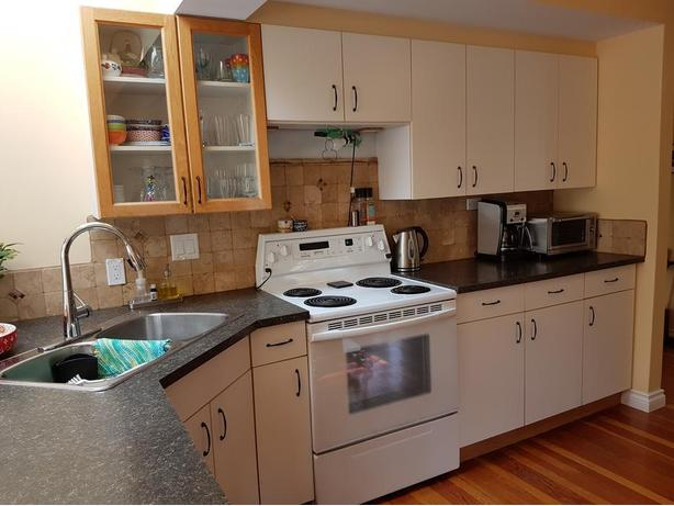KITCHEN CABINETS WHITE with pull-out drawers