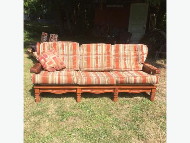 FREE: PORCH/CABIN COUCH