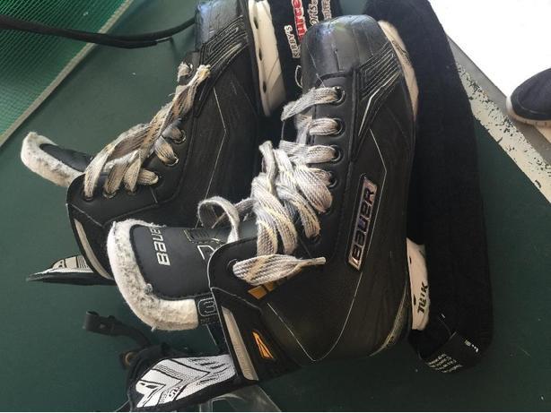 baurer supreme skates  size 3.5