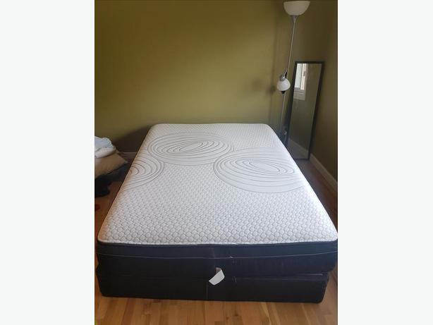 Queen Mattress and Boxframe LIKE NEW