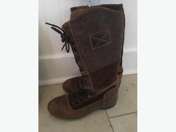 Hybrid suede/felt size 9 ladies brown boots