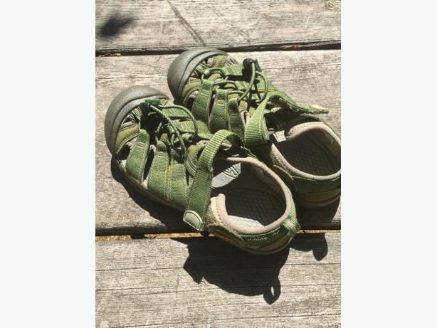 Keens Sandals Sz 4