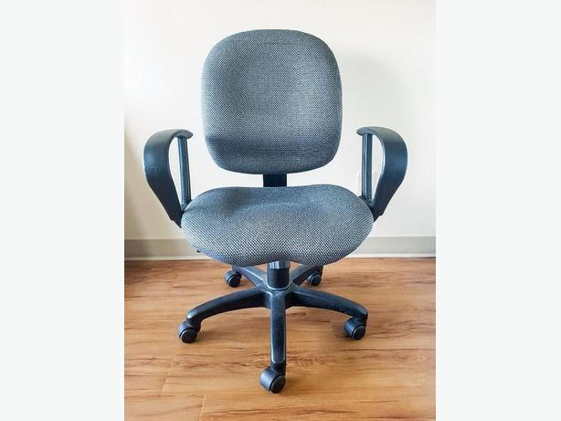 Ergonomic Office chair - houndstooth pattern