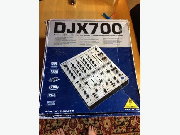 DJX700 professional mixing board
