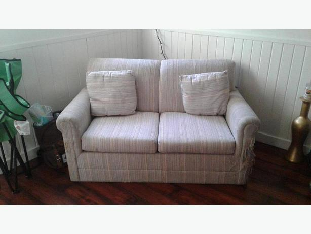 Single Pull out couch