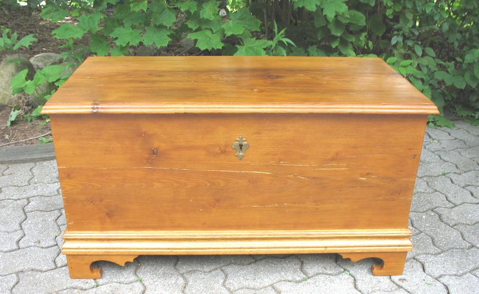 Antique canadiana blanket box bench or coffee table for Coffee tables ottawa