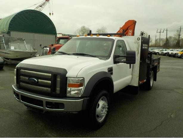 2009 Ford F-550 Regular Cab 4WD Dually Flat Deck with FASSI Crane