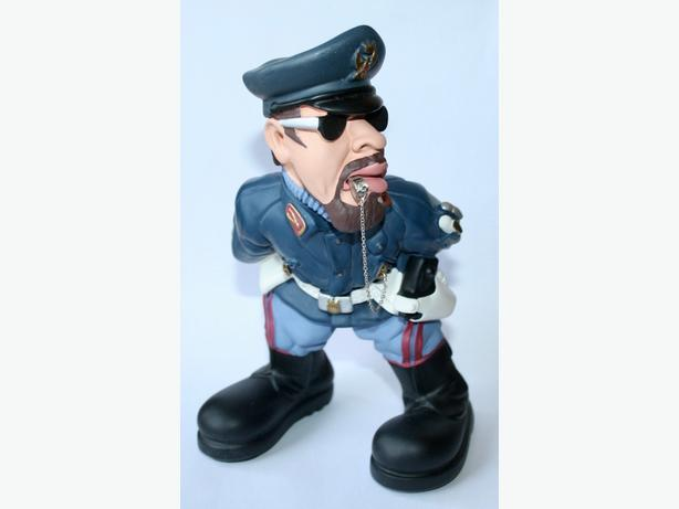 Police officer resin sculpture - brand new - very unique from Italy