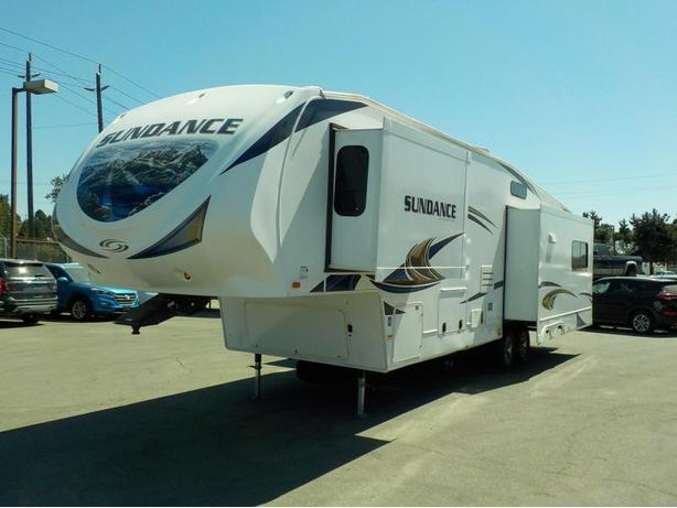 2013 Heartland Sundance 3270RES 32 Foot Fifth Wheel Trailer w/ 3 Slide Outs