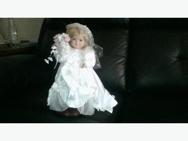 Vintage Wind-up Moving Porcelain Bride Doll