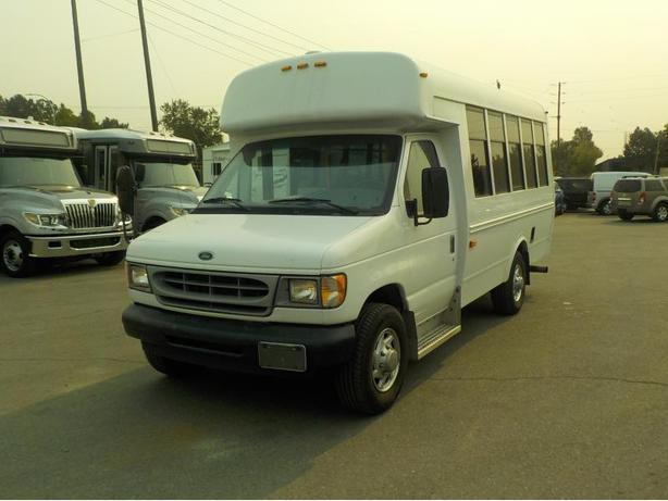 2002 Ford Econoline E350 Super Duty Minibus Diesel 7 Passenger w/ Wheelchair Lif