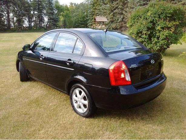 2010 Hyundai accent GLS ***NEW safety***