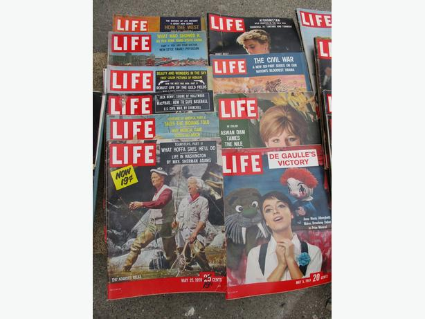 ESTATE THIRTY COPIES LIFE MAGAZINES 1952 - 1960