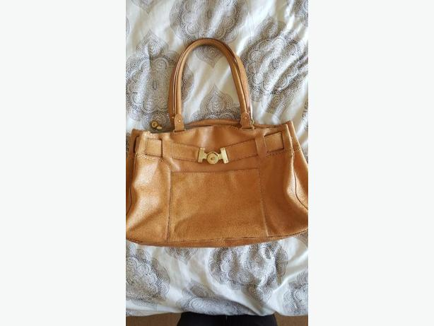 Lovely COLE HAAN Purse/Handbag Classic Tan Leather