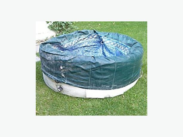 SOFTUB 4 PERSON HOT TUB ((FOR PARTS OR REPAIR))