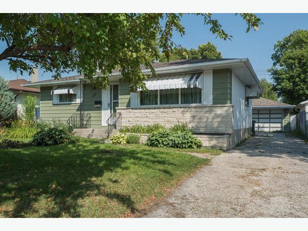 Spacious Bungalow in the Heart of East Transcona - Jennifer Queen