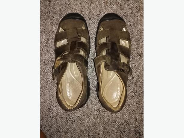 Women's Keen walking shoes