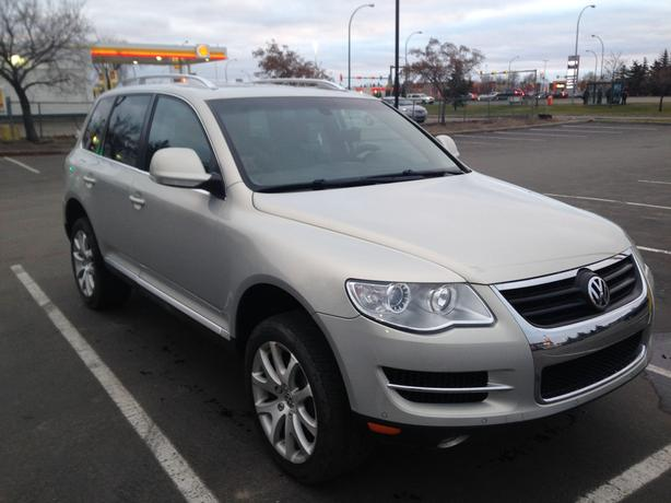 excellent 2008 Volkswagen Touareg suv + 2 new All-Season Tires