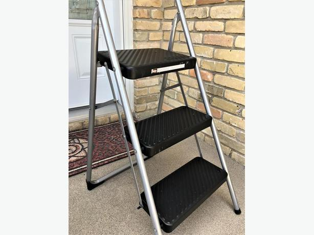 Excellent condition 3-steps ladder
