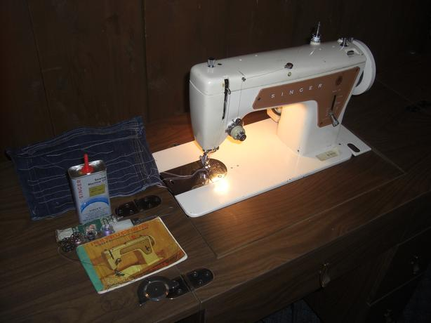 Singer 239 Sewing Machine, with Vintage Desk