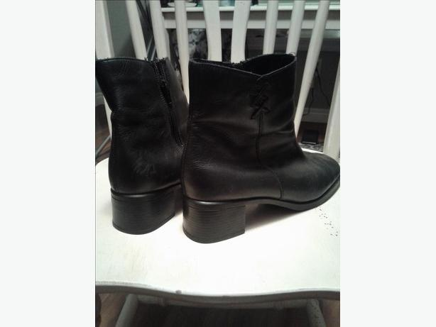 Size 10 lined black leather  Rieker boots
