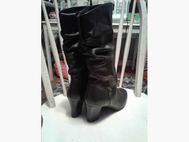 Size 10  Leather Naturalizer boots
