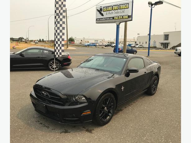 2013 Ford Mustang V6 Premium *Custom Leather and Blacked out rim package!*