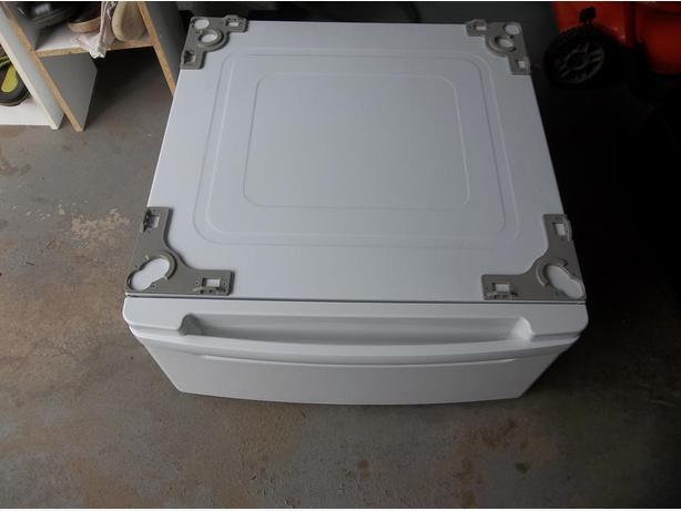 LG Washer & Dryer Pedestal