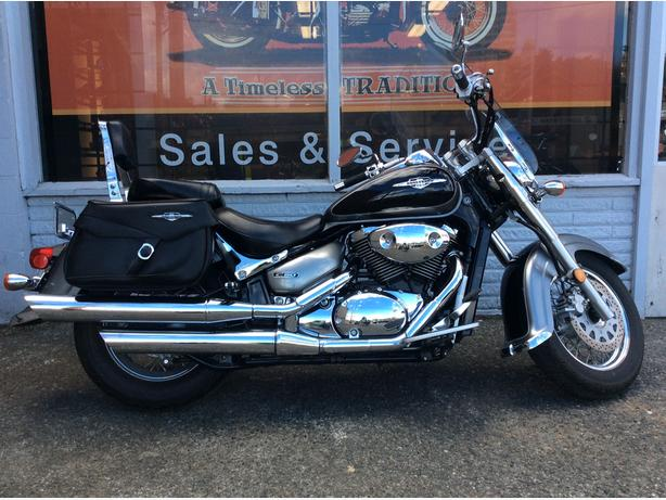 2005 Suzuki Boulevard C50, bags and windshield only 4'000 km
