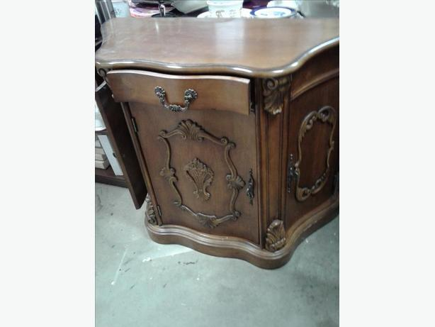 Solid wood hall cabinet