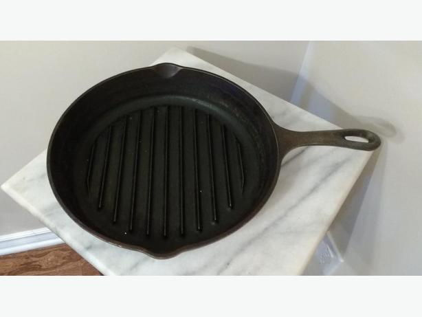 "LODGE 11"" RIBBED CAST IRON FRYING PAN"