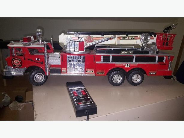 1990 NEW BRIGHT - Remote Control Rescue BOOM NO. 55 FIRE TRUCK