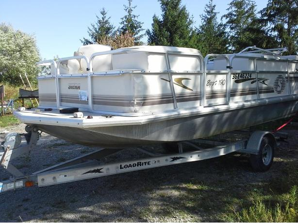Siera Deckboat