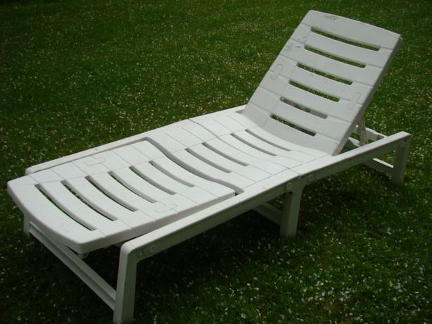 White Folding Lounge Chair