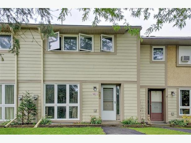 Updated Condo Town Home in Great location / move in ready