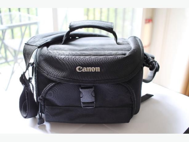 Canon Small DSLR Camera Bag – Black