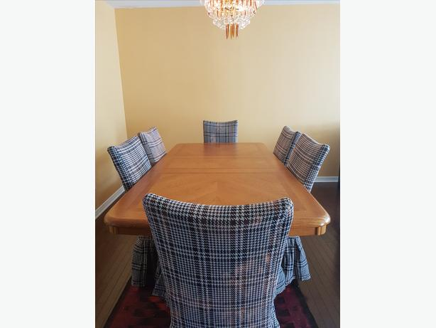Solid wood Dining table with 6 chairs for sales