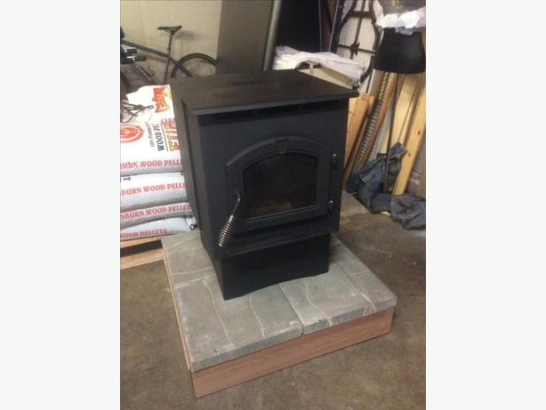 Used pelletstove in good shape, complete with install kit