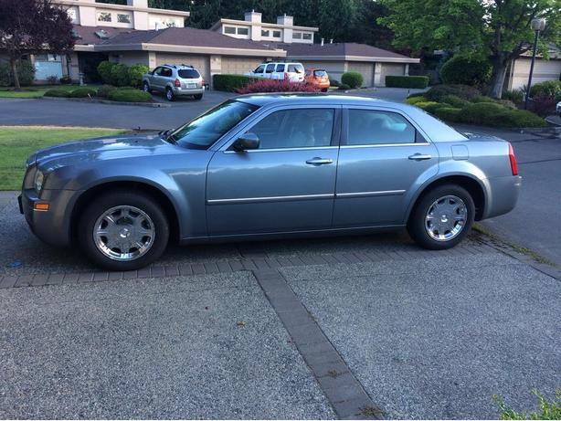 $8500 Chrysler 300 VERY LOW KM