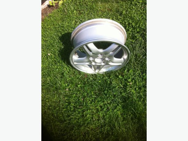 Honda Civic rim 41.5 cm by 18 cm.