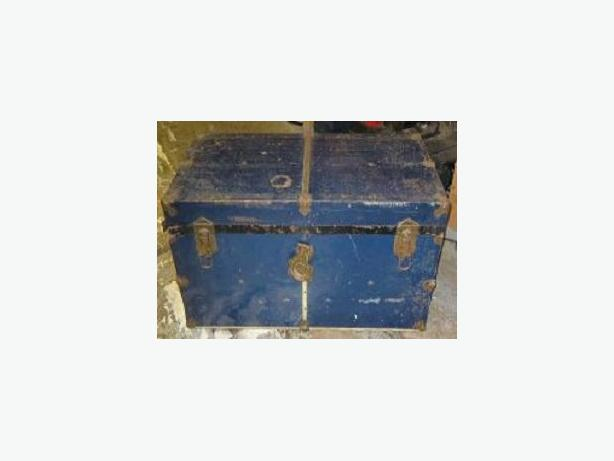 BLUE STEAMER TRUNK