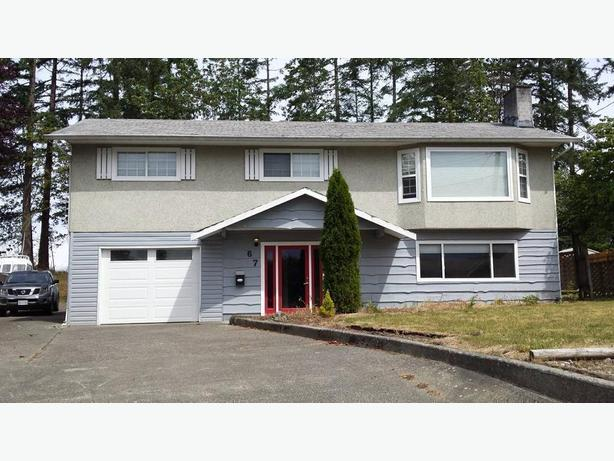 Renovated top floor of house (Campbell River)