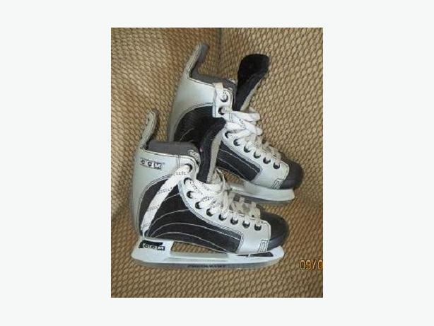 CCM 232 SIZE 5 SKATES - Just Like New