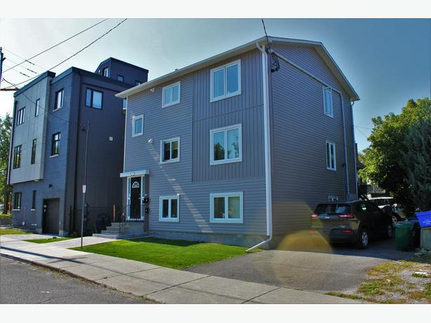 TRIPLEX!  Exceptional Turn Key Investment in HINTONBURG
