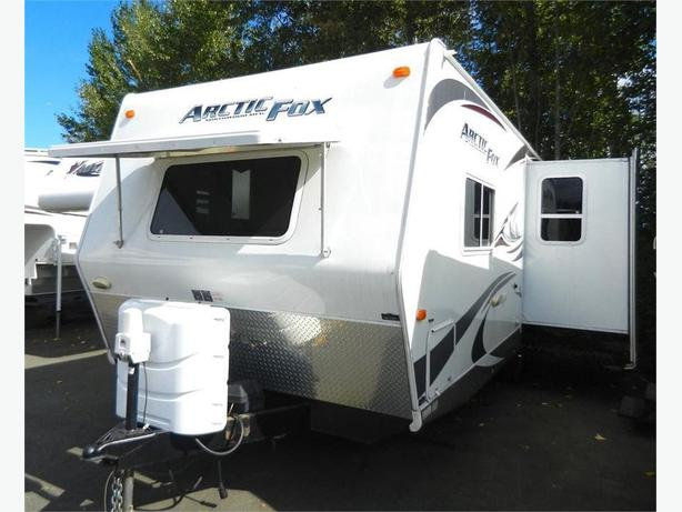 2011 Arctic Fox 25P - Immaculate Cond w Xtra Comfy After Market Queen!