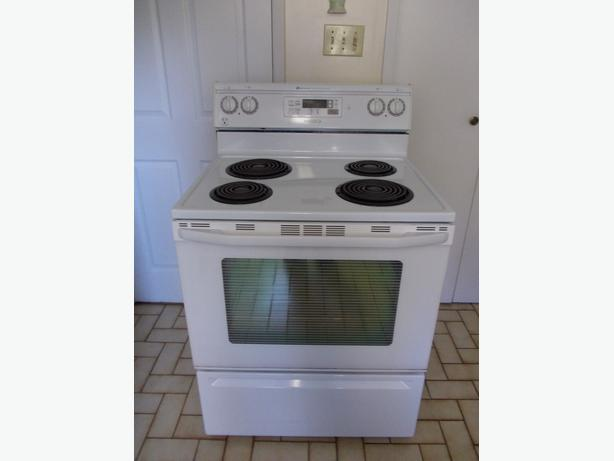 Maytag Stove in great condition and Clean