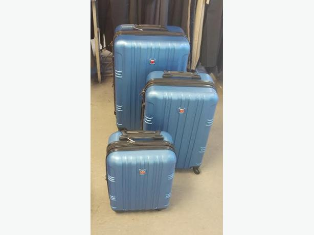 SWISS GEAR LUGGAGE, - blue set of 3 -  note, slight damage